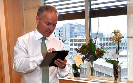 Jan Tore Sanner vil ha ny vurdering av nokre kommunegrenser i Sogn og Fjordane. Foto: KMD