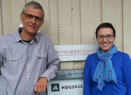 Torgeir Dimmen og Anne Marta Vinsrygg Vadstein ved Nasjonalt senter for nynorsk i opplæringa blir no ein del under Høgskulen i Volda. Foto: Nynorsksenteret
