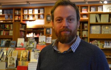 Eirik Ingebrigtsen har skrive ei bok som handlar om omsorg og grusomheit. Foto: Tora Hope