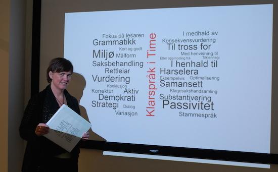 Time kommune og Elin Wetås de Jara har jobba med klarspråk i lang tid. No får fleire kommunar støtte til klarspråkarbeid. Foto: Anja Gåsland