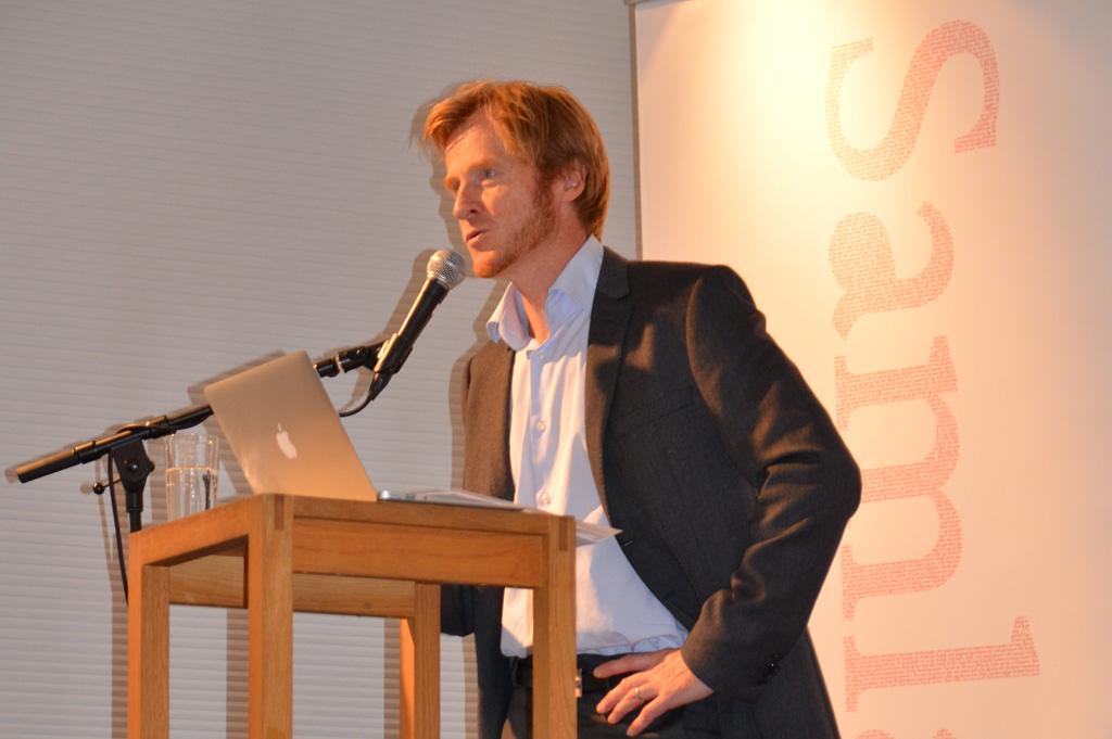 Forlagsdirektør Edmund Austigard er nøgd. Foto: Samlaget