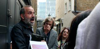 Ein tourguide fortel om breva Jack the Ripper sendte til polities og media.