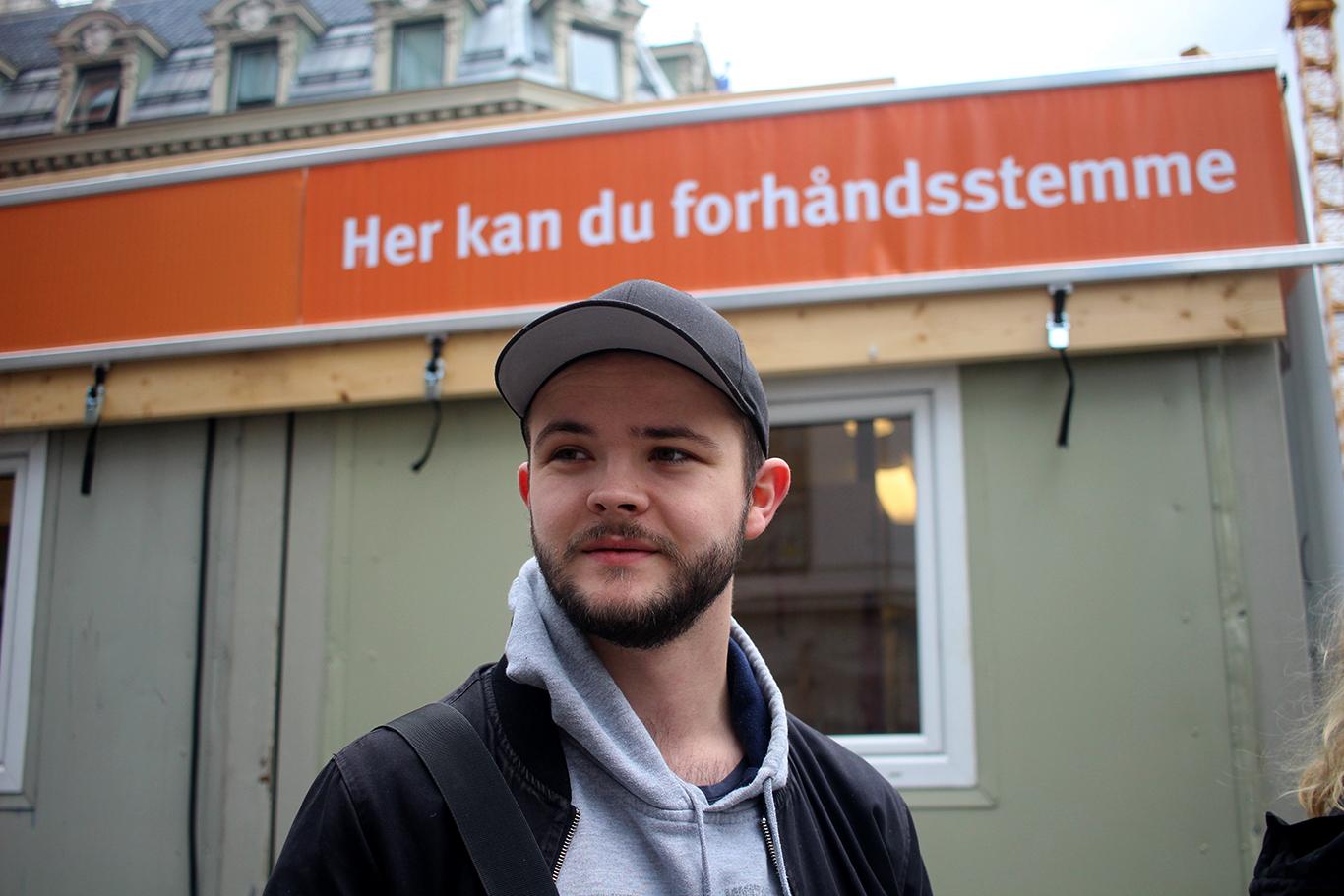 Andreas Skuggen (25) frå Ørskog førehandsstemte på Egertorget i Oslo på fredag.