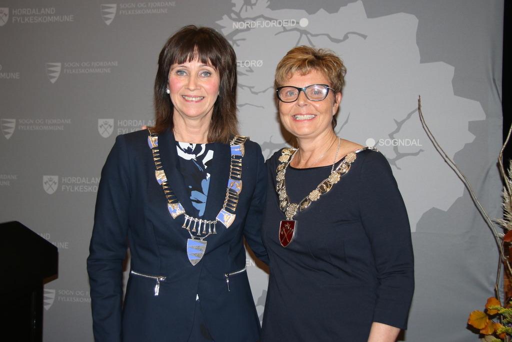 Fylkesordførarane Jenny Følling og Anne Gine Hestetun. Foto: Sfj.no