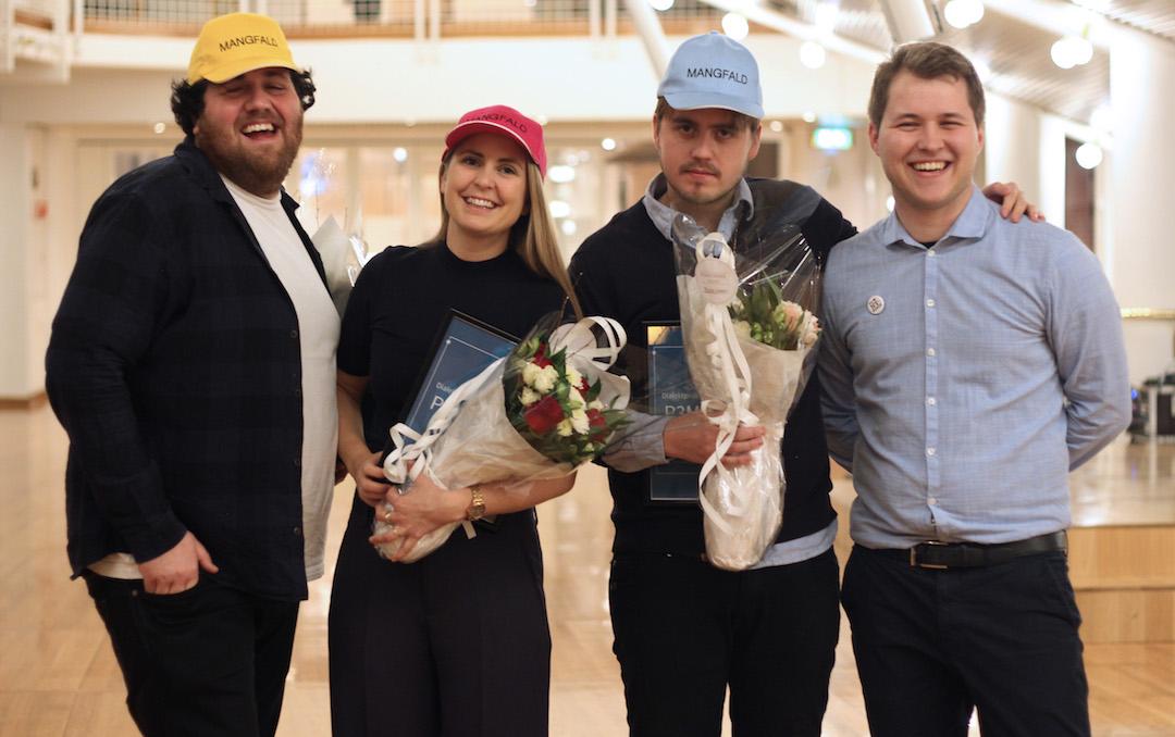 Ronny Brede Aase, Silje Nordnes og Markus Neby saman med leiar i Norsk Målungdom Fredrik Hope. Foto: Norsk Målungdom