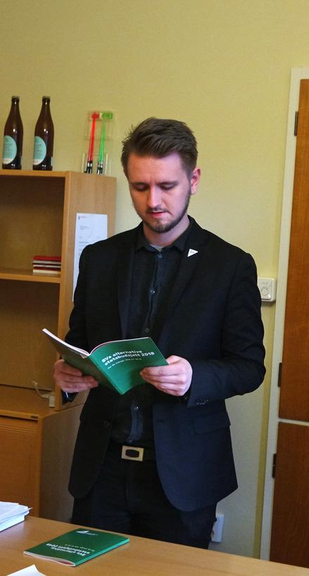 Freddy André Øvstegård med SVs alternative statsbudsjett for 2017.