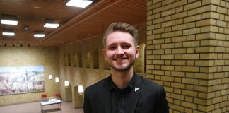 Freddy André Øvstegård (22) var fulltidsstudent og budde i kollektiv då han blei vald inn på Stortinget i september. Men han er framleis seg sjølv, meiner han.