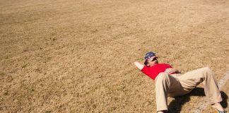 Ein mann kviler under ei heitebølgje i Alabama, USA. Ifølgje ein ny Lancet-rapport vil varmare klima føra til at ein milliard fleire må oppleva heitebølgjer fram mot 2050.