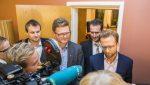 Dei finanspolitiske talsmennene f.v.: Kjell Ingolf Ropstad (KrF), Terje Breivik (V), Helge André Njåstad (Frp) og Nikolai Astrup (H) snakkar med pressekorpset etter budsjettforhandlingane på Stortinget onsdag ettermiddag. Foto: Håkon Mosvold Larsen / NTB scanpix / NPK