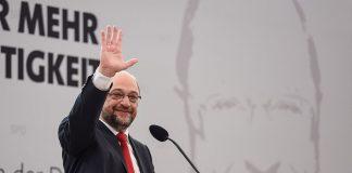 Martin Schulz i det tyske sosialdemokratiske partiet tapte valet i september, men diskuterer no regjeringssamarbeid med Angela Merkels parti. Samstundes luftar han visjonen om «Dei europeiske sambandsstatane»