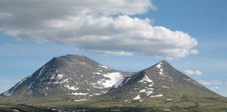 Russarane har funne ut at Alvdal og Tynset er perfekte stader å plassere dei kraftige dataserverane dei skal investera i. Biletet viser Store Sølnkletten i Alvdal vestfjell.