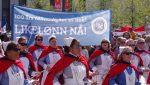 Kari Nordmann tener framleis mykje mindre enn Ola, viser tal frå SSB. Her går Norsk sykepleierforbund i 1. mai-tog for likeløn.
