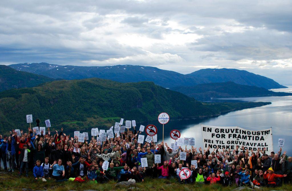 Aksjon mot dumping i Førdefjorden