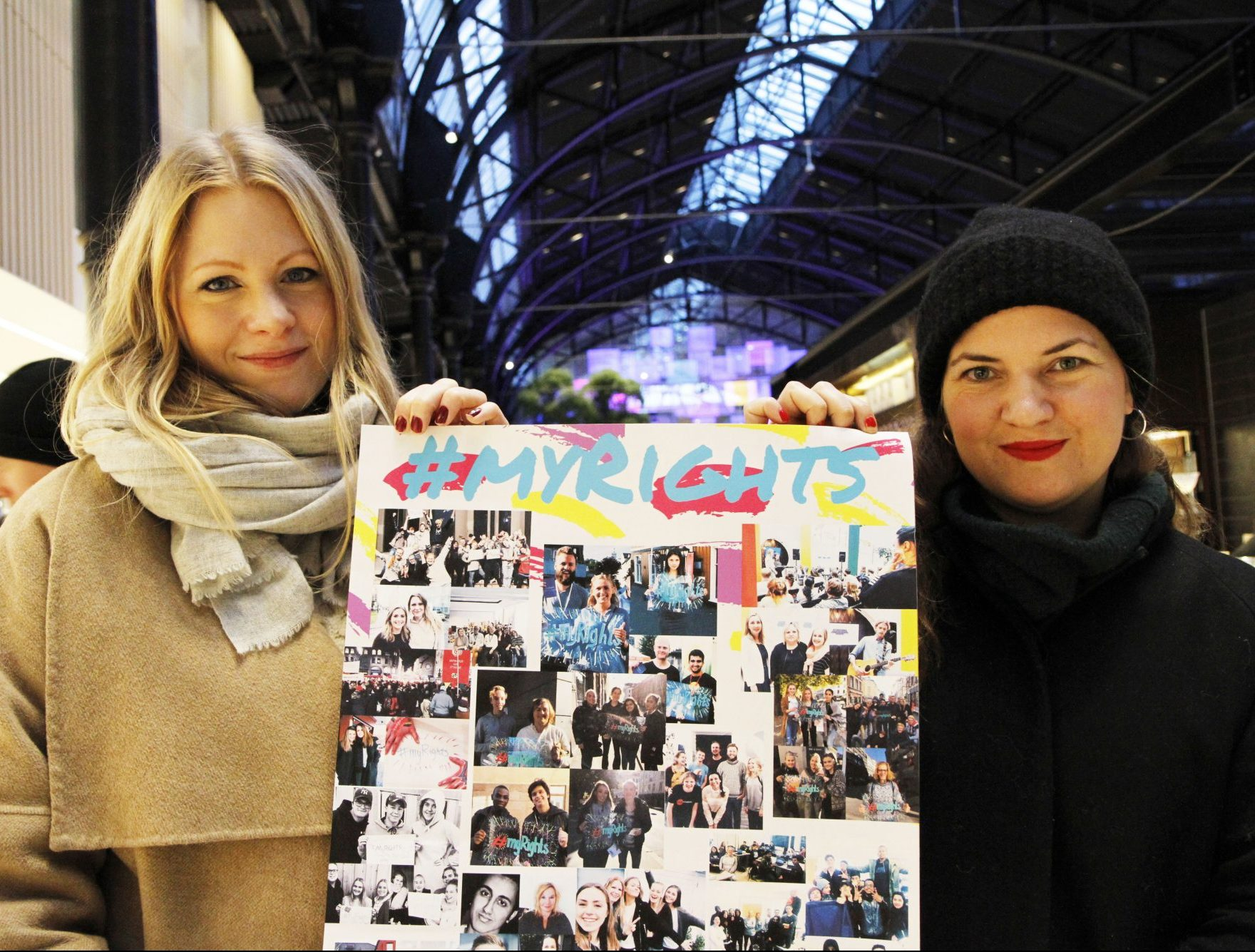 Ragnhild Lindahl Torstensen, prosjektleiar, og Jeanette Kalmar Frøvik, styreleiar i Freethem Noreg viser fram bilde frå hashtagen #myRights.