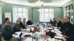 Venstre, Høgre og Framstegspartiet har dei siste vekene forhandla om ein ny regjeringsplattform på Jeløya utanfor Moss.