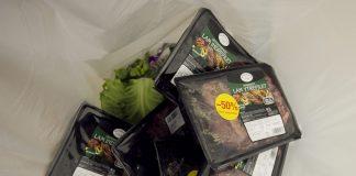 I Noreg kastar ein gjennomsnittleg forbrukar kvart år 42 kilo mat som kunne vore eten. Foto: Heiko Junge / Scanpix