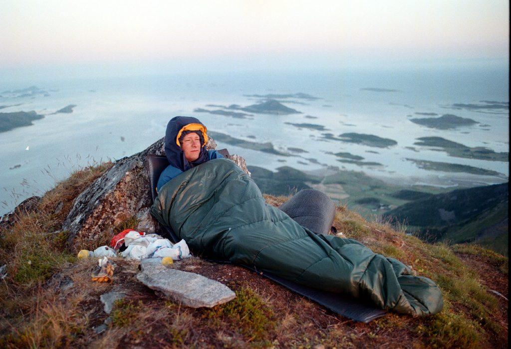 Å sjå soloppgang frå soveposen på toppen av eit fjell i Noreg kan vere ei eksotisk og relativt kortreist oppleving. Foto: Gorm Kallestad / NTB scanpix / NPK