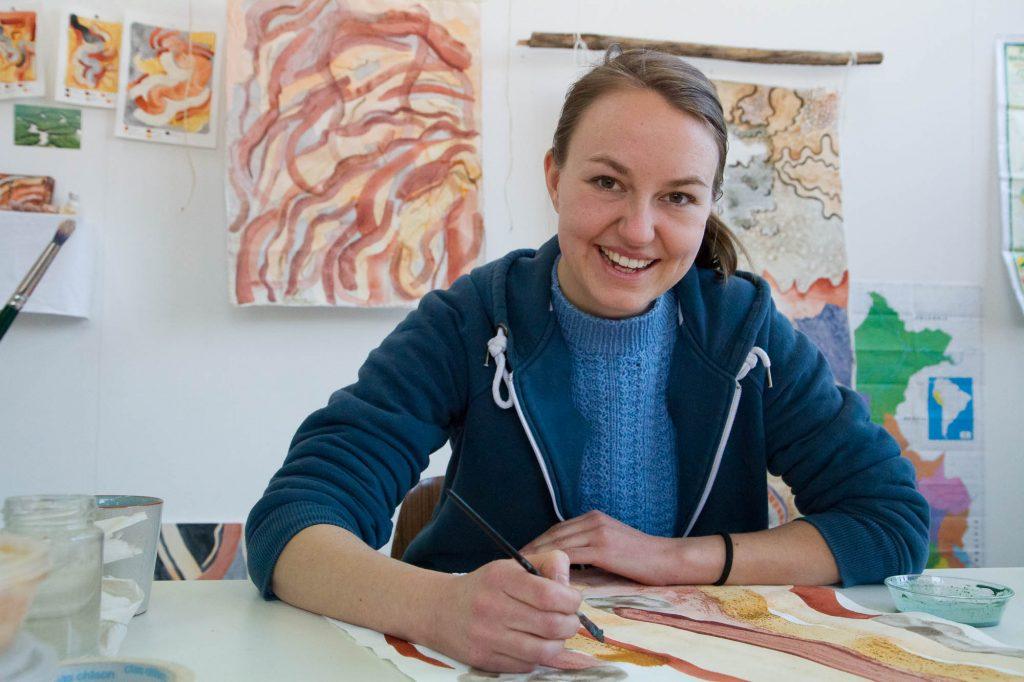 Elin Glærum Haugland i atelieret på Helsfyr. Foto: Beate Haugtrø