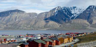 Det ser lysare ut for ein framtidig folkehøgskule i Longyearbyen på Svalbard. Foto: Jon Olav Nesvold / NTB scanpix / NPK
