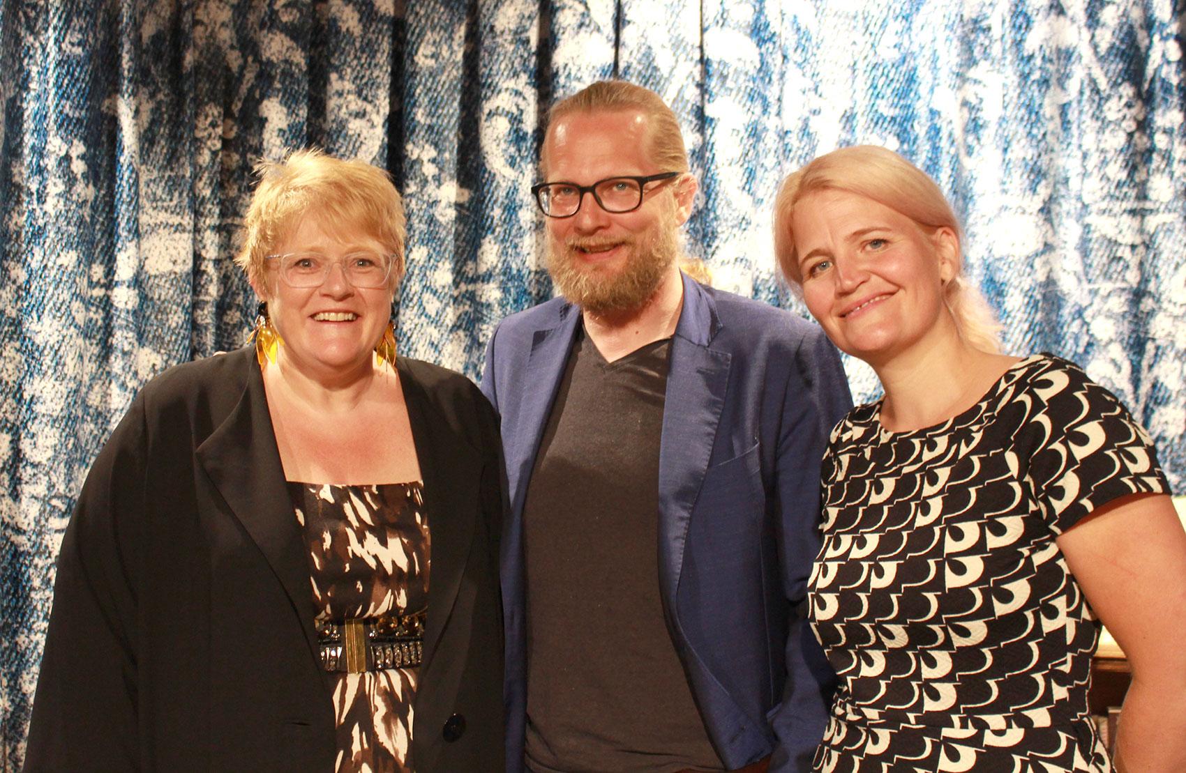 Kulturminister Trine Skei Grande, direktør Aslak Sira Myhre og prosjektleiar for Bokåret 2019 Liv Gulbrandsen. Foto: NB