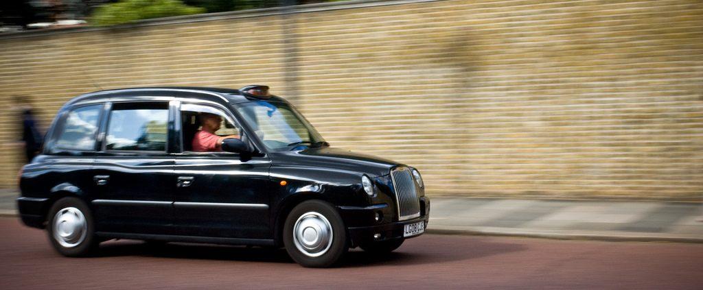 Folk flest treng kart for å orientere seg. Men drosjesjåførane i London må pugge alle gater, landemerke, restauranter utanåt. Foto: Lauchlin Wilkinson/Flickr