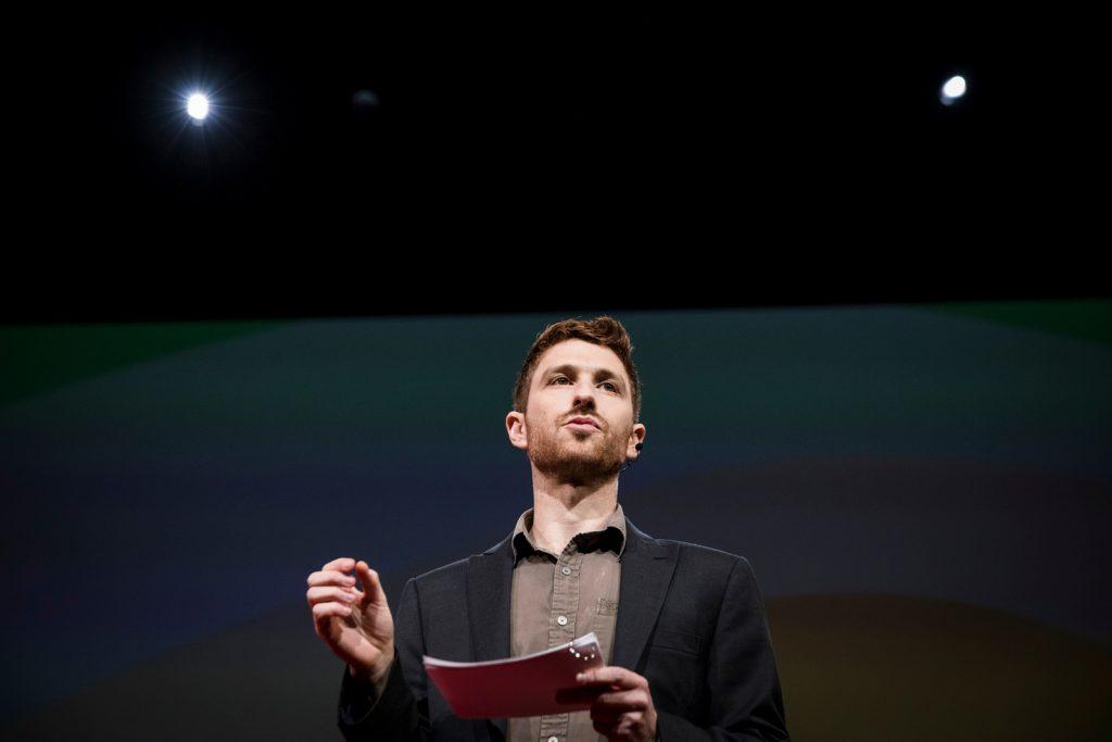 Tristan Harris er tech-humanist og ville gjere teknologien meir menneskevennleg. Foto: TED