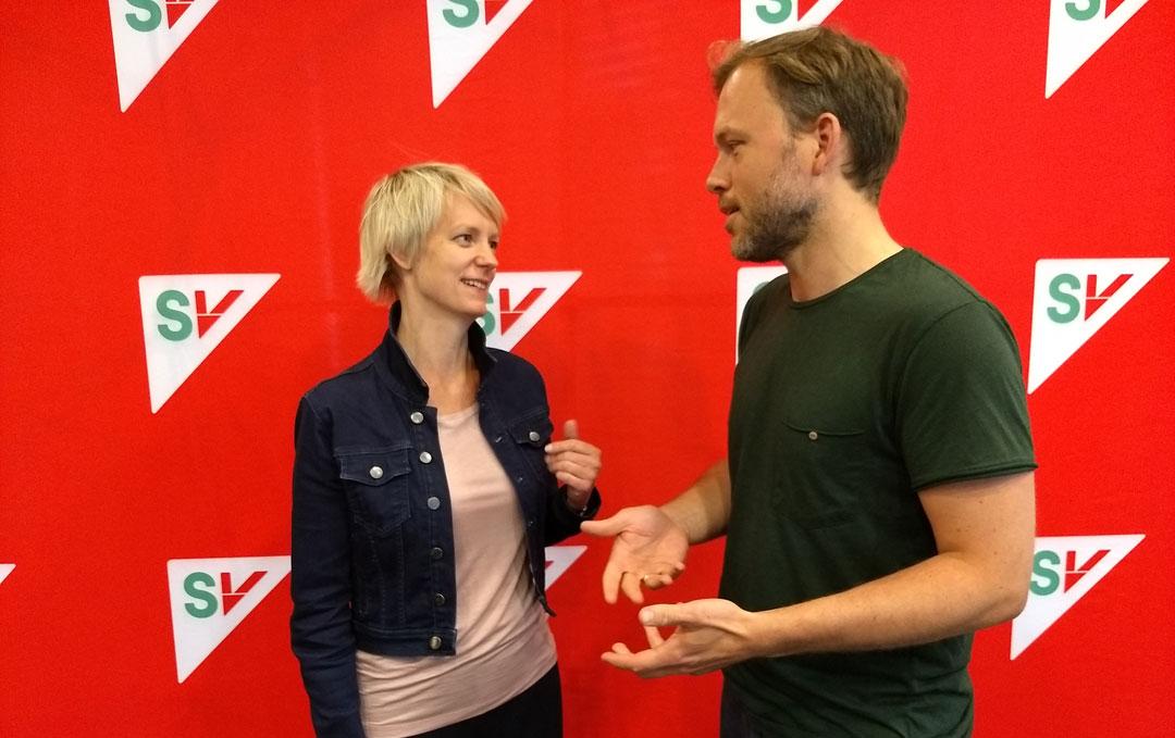 SV vil ta grep for å få digitale læremiddel på nynorsk. Audun Lysbakken, leiar i SV og Ingrid Fiskaa , leiar i Rogaland SV. Foto: SV