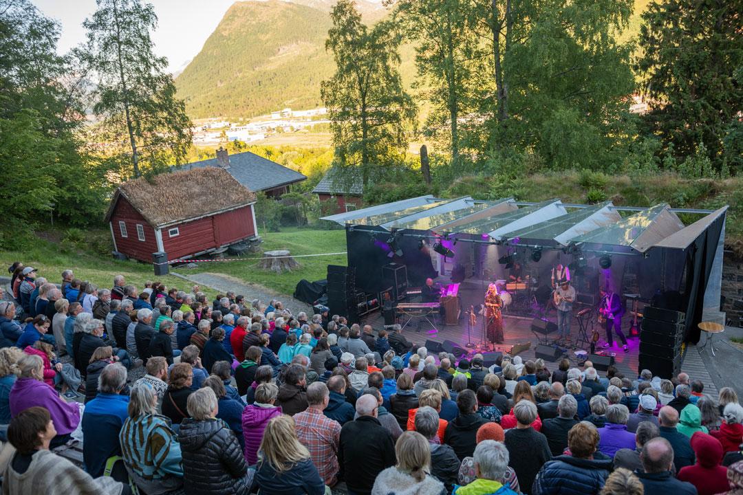 Frå konserten til Sigrid Moldestad i Uteamfiet. Foto: Aasentunet