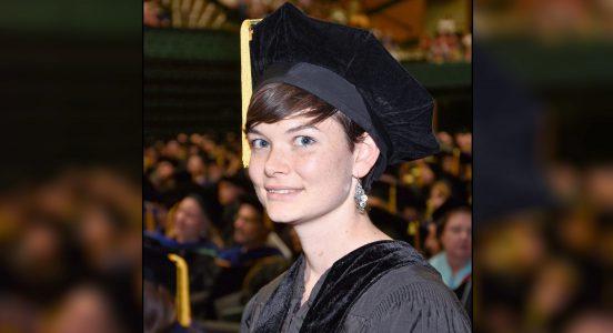 I juni fjor forsvarte Crystal Vander Zanden sin doktorgradavhandling. Her frå uteksamineringsseremonien.