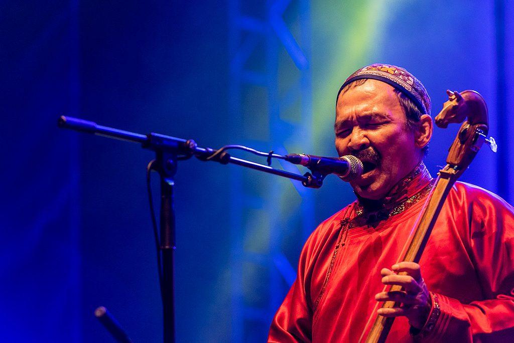 Song har eksistert til alle tider. Gruppa Huun-Huur-Tu bruker ein teknikk som heiter strupesong når dei syng. Musikken baserer seg på tradisjonelle tuvinske folkesongar. Foto: Mário Pires/Flickr/CC BY-NC-ND 2.0