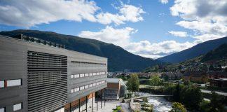 Høgskulen på Vestlandet (her Campus Sogndal) merker seg ut positivt. Foto: Høgskulen på Vestlandet
