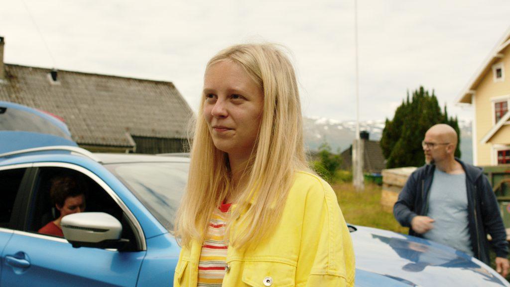 Kristine Ryssdalsnes Horvli frå Gloppen speler Gunnhild frå Høyanger, som går på Firda vidaregåande skule og bur på hybel i Sandane. Foto: Rubicon TV/NRK