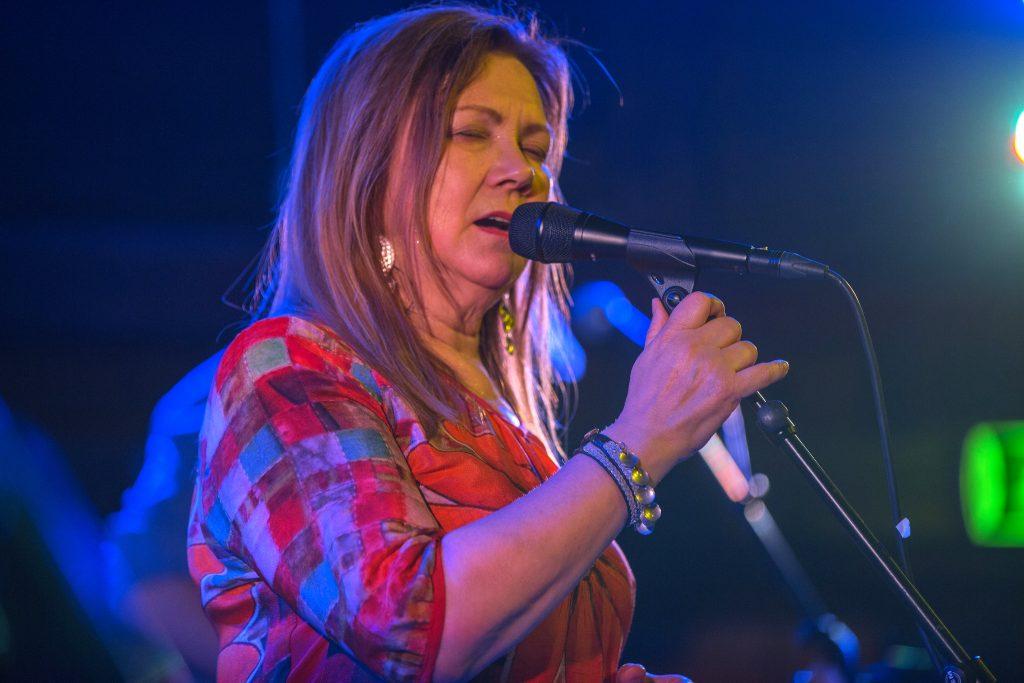 Mari Boine er ein samisk artist, kjent for å bruke joik i musikken sin. Foto: Jan Sverre Samuelsen/Flickr/CC BY 2.0