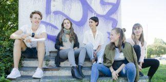 – Ein sjølv er den viktigaste kjelda til eigen lykke – og eigen sorg, Anna Rosenlund (midten), saman med (f.v) Jakob Norbakken, Violetta Peschanskaya, Vilde Leion og Hedvig Pedersen.