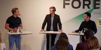 Tobias Andersson, leiar for Ungsvenskana (til venstre) møtte laurdag leiaren for Liberala Ungdomsförbundet, Joar Forsell, til debatt om integrasjon og EU. Foto: Runar B. Mæland