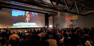 Spenning på valvaka i Stockholm medan Sverigedemokraterna-leiar Jimmie Åkesson talar.