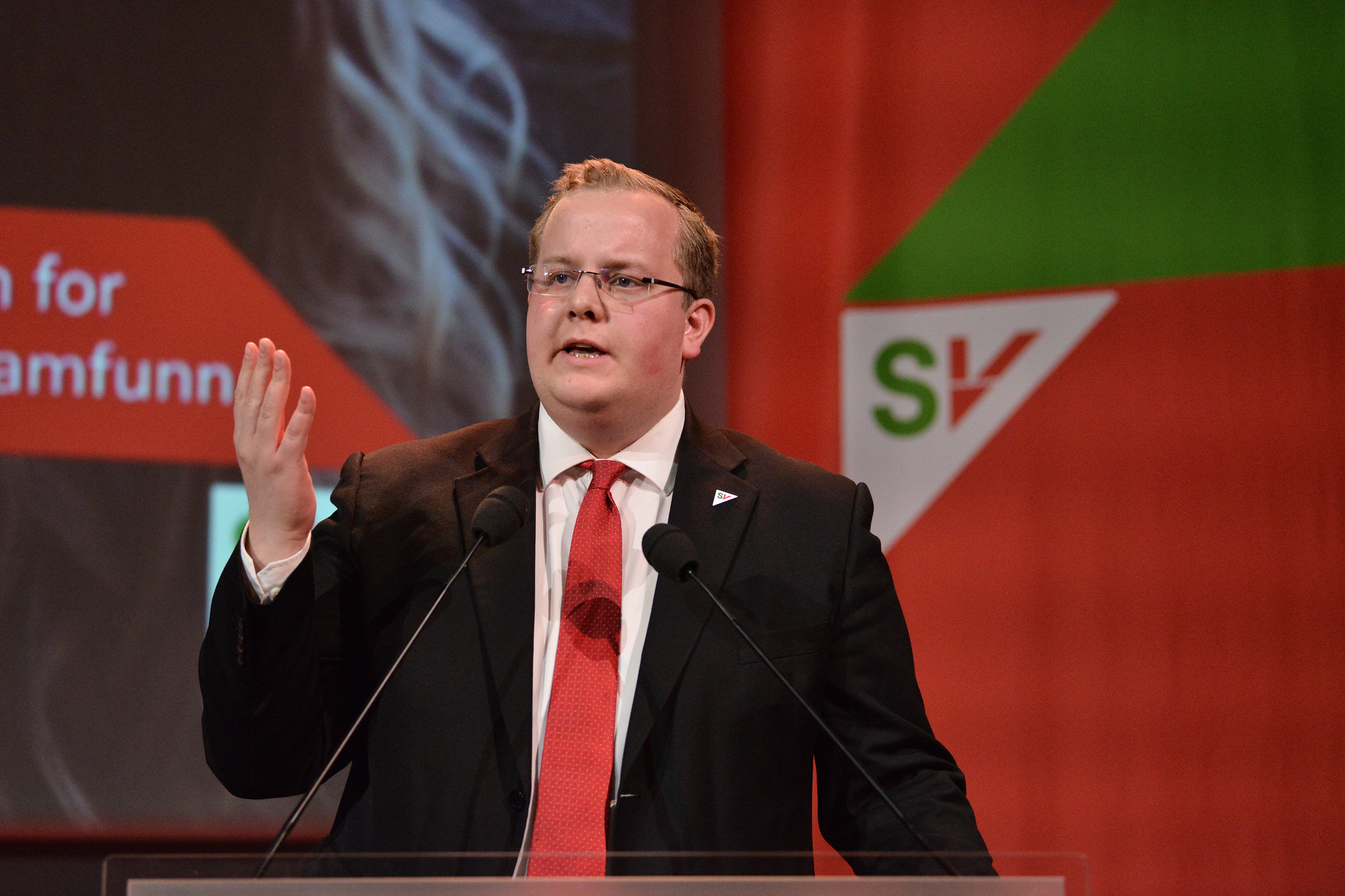 SV-politikar Eirik Faret Sakariassen håpar å styrke nynorsken. Foto: Marius Nyheim Kristoffersen/SV