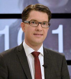 Partileiaren i Sverigedemokraterna, Jimmy Åkesson, fotografert i samband med sluttdebatten i SVT før valet i 2014. Foto: Frankie Fouganthin, CC BY-SA 4.0