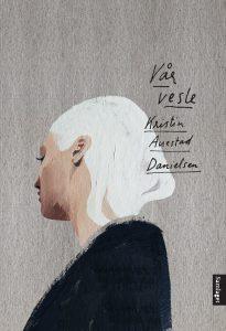 Vår vesle er Auestad Danielsen sin første roman, og boka kjem ut same dag som teaterpremieren. Foto: Samlaget