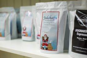 Etter ein trå haust, fekk kaffisalet ein solid oppsving under julehandelen. Sidan har pilene peika rett veg, meiner gründaren. Foto: Halvor Farsund Storvik