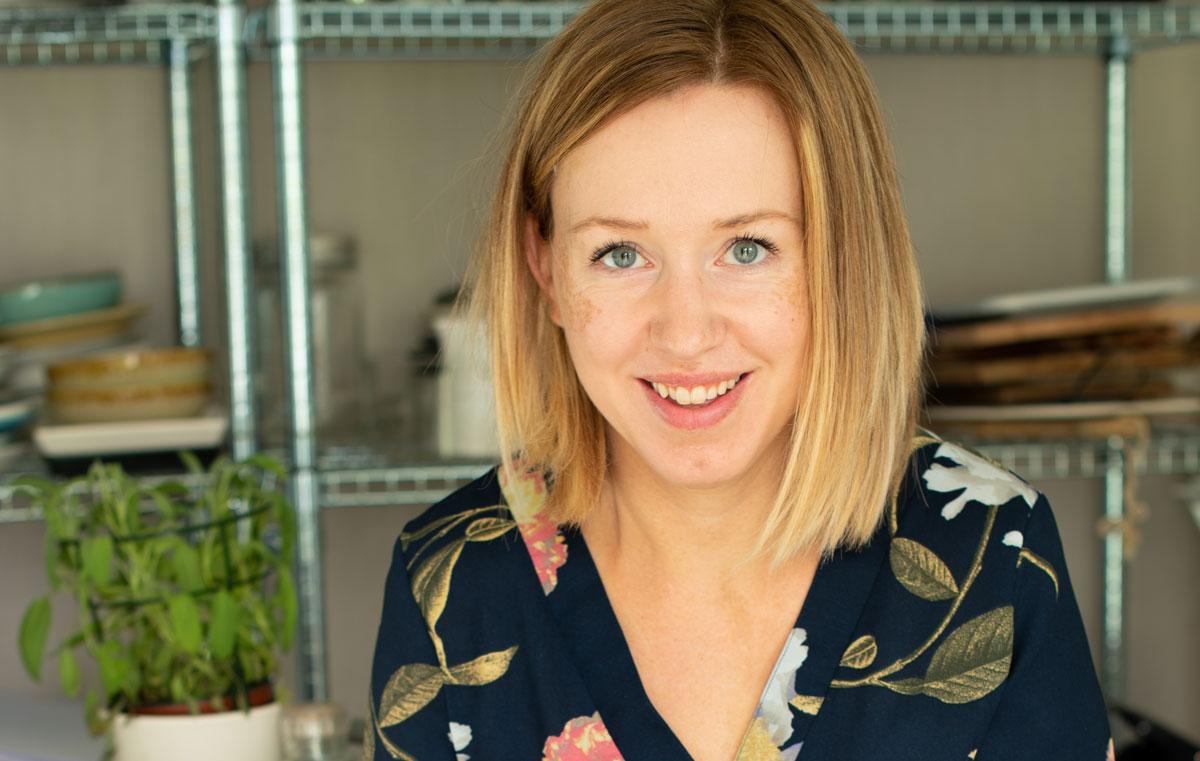Anita Stokke Blomvik har gjeve ut kokeboka Kvardagsmat. Foto frå boka.
