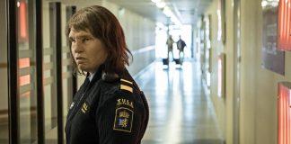 Skodespelar Eva Melander er ikkje til å kjenna att i rolla som tollinspektøren Tina. Foto: Another World Entertainment
