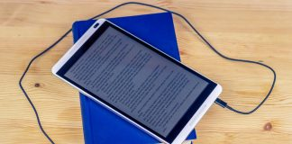 Norske folkebibliotek bør få større utval av e-bøker for barn og unge, meiner eit utval i Norsk Bibliotekforening. Illustrasjonsfoto: sik-life, Pixabay.com