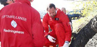 Kronprins Haakon fekk ansvaret for blodtilførselen og for å halde beinet som skulle amputerast roleg. Foto: Terje Pedersen / NTB scanpix