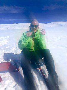Med litt alternativ turproviant prøver Are Kalvø å få til eit snev av turglede. Foto: Kagge Forlag