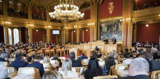 KrF-leiar Knut Arild Hareide på talarstolen under debatten etter justis- beredskaps og innvandringsminister Sylvi Listhaugs sin avgang i mars i år. Foto: Stortinget, Flickr