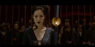 Fansen meiner at sørkoreanske Claudia Kim i rolla som slaveslangen Nangini bidreg til å halda ved like gamle stereotypiar. Skjermdump