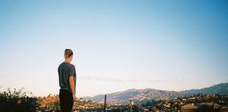 Anna Kleiva elskar LA, men er oppteken av at ikkje alle MÅ reise dit. Difor har forfattaren inkludert nokre tips som tek deg til LA utan flyturen. Foto: Yngvild Gotaas Torvik, Oktober Forlag