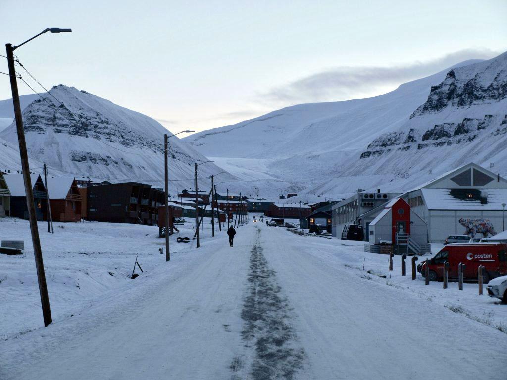 longyearbyen, svalbard, is, snø