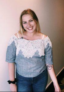 Anndrine Lund (18) er aktiv i både AUF og Arbeidarpartiet samstundes som ho førebur seg på russetida. Foto: Privat